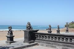 Les Dieux de la plage... (GeckoZen) Tags: bali sculpture beach statue indonesia plage seseh