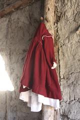 Child's Dress (Read2me) Tags: she red vintage dress clothes winner hanging pregame plimothplantation cye gamewinner oldantique thechallengefactory tcfunanimouswinner pregamewinner challengeclubwinner