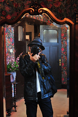 Be taken from inside of the mirror!!(写真を撮られる私) (daigo harada(原田 大吾)) Tags: myself mirror picture 写真 私 鏡