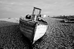 Dungeness Life VI (www.hot-gomez-fotografie.de) Tags: dungeness kent kentlife uk beach shale boat ruin relic rotting old fishing nikon