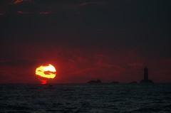Phare du Four - Landunvez (Cécile Kery Hocquet) Tags: sunset phare soleil coucher mer océan vague paysage marin bretagne finistere