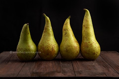Bodegones 7D7073 firmadaInstagram (Moncho Garcia) Tags: pears pear fruit spain pink green earth juice culture field rural health agriculture farmer sugar acids sweet dessert snack breakfast food vitamins calorie wood stilllife foodphotography