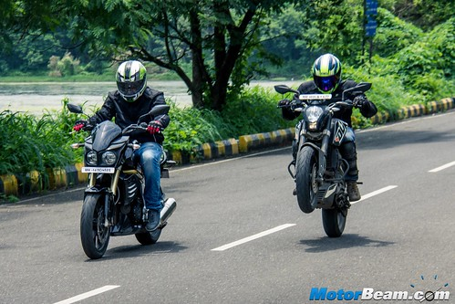 Mahindra-Mojo-vs-KTM-Duke-200-13