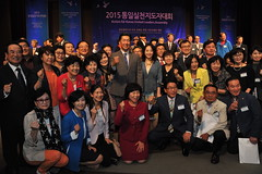 Group Photo of Hyun Jin Moon, Junsook Moon, and participants of the assembly