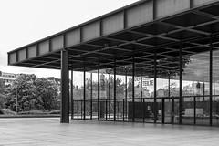 Neue Nationalgalerie (Bartosz Kutniowski) Tags: maj neuenationalgalerie zuza wycieczka 2013 berlinniemcy bartoszkutniowski kutniowski