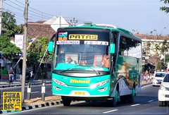 SAM_0287_fhdr.jpg (Irsa Hanif. P) Tags: bus coach patas yogyakarta purwokerto coaches setra bismania efisiensi adiputro sukafotobis