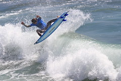 IMG_0689 (jack.dailey62) Tags: ocean california sports flickr surf surfing longboard huntingtonbeach wetsuit saltwater surfsup surfcity bigwave nationalgeographics conon sportsurfing thepair thebesttoflickr jackdailey62yahoocom