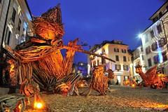 Les Flottins (joménager) Tags: sculpture night nikon passion nuit f4 d3 afs bois hautesavoie 24120 heurebleue evianlesbains rhônealpes lesflottins flotté lefabuleuxvillage évènementfête