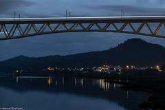 Tren nocturno ([Kralik]) Tags: tren puente galicia noche