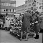 PEM-STO-00203 Blomsterhandler på Stortorget i Tromsø thumbnail
