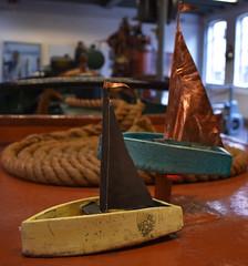 Keramiek schip (optimist) (zaqina) Tags: keramiek optimist latoen koper raku gestookt mineke meijer noordelijk scheepvaartmuseum