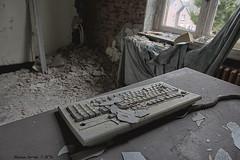 School's Out (Marian Smeets) Tags: schoolsout school urbex urbexexploring vervallen verlaten abandoned decay mariansmeets nikond750 2016 belgium belgie deurklink doorhandle toetsenbord keyboard