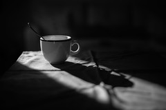 El cafe de la mañana... (Explored 17/01/2017) (protsalke) Tags: shadows light bw monochromatic coffe blancoynegro 50mm manuallens nikkorais 50mmf12 nikon cafe luces sombras wow