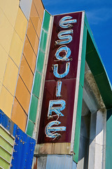 Esquire Theatre, Cape Girardeau, MO (Robby Virus) Tags: capegirardeau missouri mo esquire theatre theater cinema movie movies marquee neon sign signage art deco streamline moderne abandoned closed former