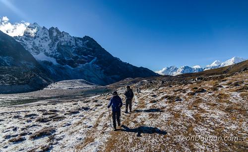 2016-10-11 - Renjola Gokyo Everest BC trek - Day 08 - Lumde to Gokyo over Renjo La Pass - 081113.jpg