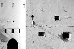 """ Vivir sin poesía "" Peter Handke (Herminio.) Tags: tanger tangier morocco marruecos marroque wall blanco blanc muro white ventana window"