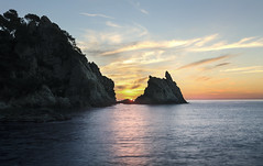 La salida del sol. (Ramirez de Gea) Tags: hdr marinas calasaguia tokinaaf1224mmf4 mar sky water silky sedosa