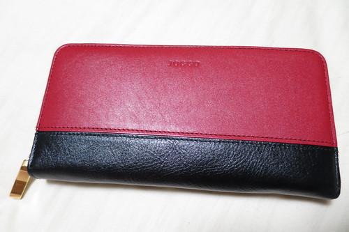 67c5a47b7bf7 こちらが今回オーダーしたラウンドファスナー財布になります。 なるほどの本革財布ですね。 イメージ通りではあるのですが,思った以上に渋い(笑)