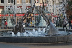 Love Is (melleus) Tags: city autumn people love water fountain statue architecture evening culture ukraine d200 kharkiv imagemagick dcraw gmic