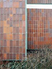 Die Ecke. / 24.12.2016 (ben.kaden) Tags: rostock aalstecherstrase architekturderddr industriellerwohnungsbau plattenbau architektur 2016 24122016