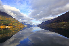 Sørfjorden okt -13 (bjarne.stokke) Tags: sørfjorden høst hordaland hardangerfjorden hardanger skyer speilbilde speiling norway norge norwegen