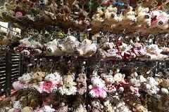 Happy happy Teddybears (Jojorei) Tags: teddy teddys teddybaeren anhaenger schluesselanhaenger teddybear teddybears stofftier tamronsp1530mmf28 markt market shopping einkaufen delikatessen deli delicatessen cooking kochen nahrung typisch typical exotic exotisch colors farben bunt colours colorful experiment experience