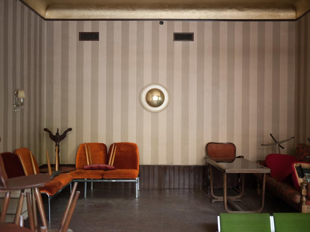 The world 39 s best photos of 60s and lamp flickr hive mind - Deco lounge grijs en beige ...