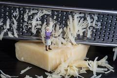 (Macro Monday) - Say Cheese - Tiny people - Käse für das Omelette (J.Weyerhäuser) Tags: saycheese käse rauch macromonday hmm tinypeople preiser h0