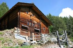Un chalet alpin dans le canton du Valais (Suisse) (bobroy20) Tags: sion valais suisse laforclaz evolène chalet alpes montagne bâtisse alpin