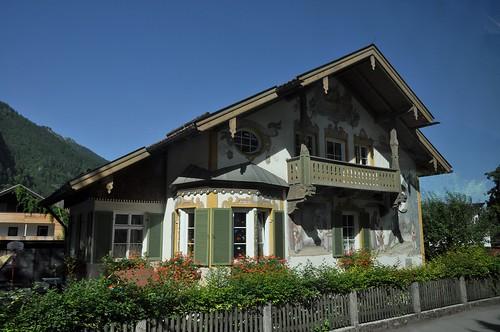 Oberammergau (Alemania). Casa con pinturas de Caperucita Roja