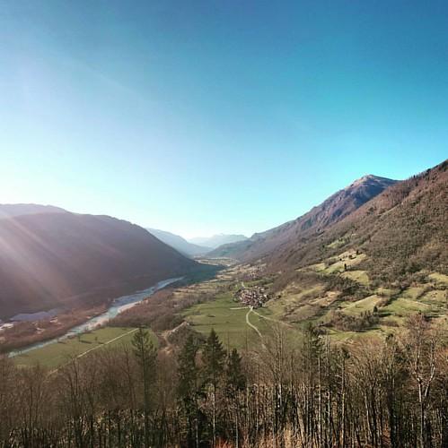 Soca valley, view towards Kobarid. #tolmin #castle #soca #isonzo #alpine #river #hills #alps #socavalley #slovenia #igslovenia #igposocje
