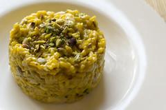 Risotto saffron & pistachio nuts (Luca Nebuloni) Tags: cibo food mangiaconme pistachio pistacchi saffron zafferano risotto