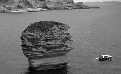 The rock (François Tomasi) Tags: corse corsica noiretblanc blackandwhite monochrome france europe eau water ocean mer sea rock rocher tomasi françois françoistomasi pointdevue pointofview pov lumières lumière lights light yahoo google flickr reflex nikon photo photographie photography bateau boat nature landscape photoshop falaise mars 2017 ngc