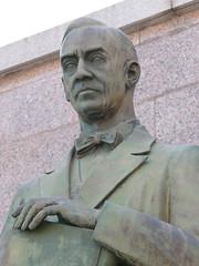 Detalle. Monumento al Dr Fleming (Madrid) (Juan Alcor) Tags: madrid monumento doctor fleming alexanderfleming penicilina torero plazadetoros lasventas