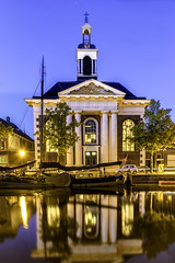 Korenbeurs Schiedam (PROSPECT2607) Tags: longexposure blue building netherlands yellow architecture reflections blauw outdoor nederland nightshots geel goldenhour schiedam reflectie korenbeurs avondfotografie