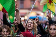 Kurden protestieren in Berlin gegen jügste Welle der Gewalt in der Türkei (tsreportage) Tags: berlin sign turkey kreuzberg demo march flag rally banner protest demonstration schild violence conflict transparent fahne flagge kundgebung attacks neukoelln kurdistan tuerkei kurds rojava ypg hdp akp kurden pkk receptayyiperdogan konflikt ypj