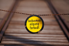 Adgang forbudt (Jostein Nilsen Photography) Tags: sign yellow norway warning canon bokeh 300mm telemark tinnoset