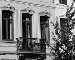 Le balcon noir - The black balcony (p.franche On - Off) Tags: brussels urban blackandwhite tree blanco window nature wall europe belgium belgique noiretblanc balcony negro bruxelles panasonic dxo brussel zwart wit balcon arbre fenêtre hdr schaarbeek schaerbeek streetshot 白黒 belgïe schwarzweis mustavalkoinen inbiancoenero svartochvitt أبيضوأسود bestofbw fz200 μαύροκαιάσπρο pascalfranche pfranche שוואַרץאוןווייַס 黑白чернобелоеизображение
