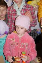 27. Humanitarian assistance for refugees at Svyatogorsk Lavra / Раздача гуманитарной помощи беженцам Лавры