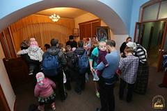 13. Humanitarian assistance for refugees at Svyatogorsk Lavra / Раздача гуманитарной помощи беженцам Лавры