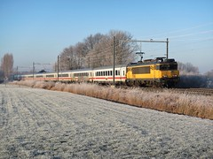 ICB met loc 1745 in een bevroren Teuge. (IN EXPLORE) (Jonathan Blokzijl) Tags: 1745 icb intercityberlijn berlijn rijp gras bevrorengras berlin train winter frost blue sky bluesky holland netherlands hoarfrost locomotive vehi