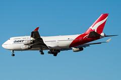 Qantas Boeing 747-400 (cjmoeser) Tags: pentax aviation photography planespotting lax los angles international airport klax spotting k3 boeing 747400 b744 queen skies jumbo jet vhoju qantas 747