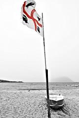 Auguri dalla Sardegna (Franco & Lia) Tags: auguri greetins salutation natale christmas noël annonuovo newyear nouvelleannée 2017 sardegna sardinia 4mori quattromori bandiera flag drapeau selectivecolors portoistana tavolara
