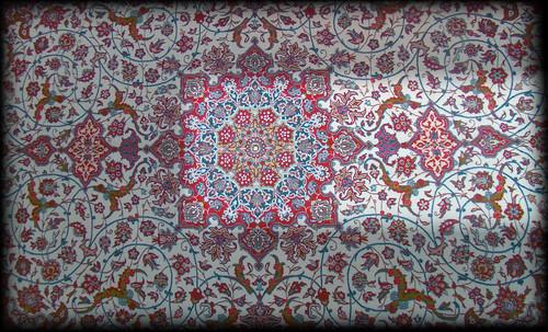 """Alfombras, espacios íntimos que simbolizan templos, árboles de la vida y el conocimiento, astros y paradisos. • <a style=""""font-size:0.8em;"""" href=""""http://www.flickr.com/photos/30735181@N00/31766538784/"""" target=""""_blank"""">View on Flickr</a>"""