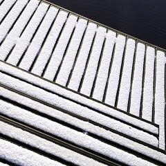 steps w/o steps (zeh.hah.es.) Tags: delft ratsdelft emden stufen steps stairs treppe schnee snow holz wood wasser water hafen harbour linie line linien lines vertikal vertical diagonal weiss white schwarz black dunkelblau blau blue darkblue braun brown niedersachsen deutschland germany