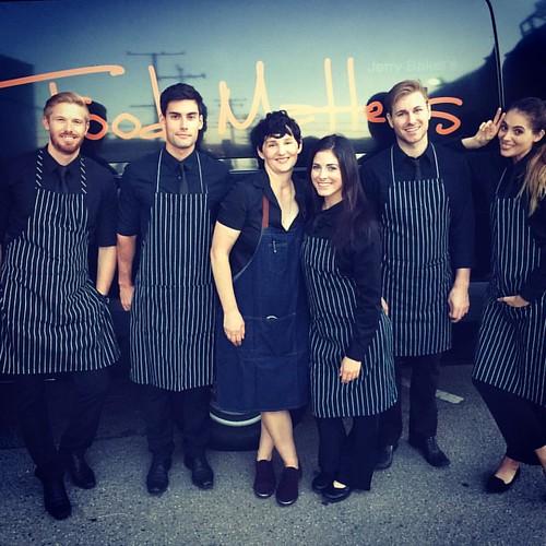 Tuesday night crew! Working w/ the amazing @thefoodmatters! #eventlife #events #eventfam #staffing #servers #santamonica #reelfx #nightbloomer #werk #girlboss #models #TheFoodMatters #200ProofLA #200Proof 🌼