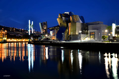 The blue hour at the Museum Guggenheim - Bilbao (G.hostbuster (Gigi)) Tags: museum architecture night reflections spain bilbao guggenheim bluehour ghostbuster gigi49
