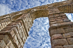 El Acueducto de Segovia.- (ancama_99(toni)) Tags: sky españa architecture spain arquitectura nikon arch segovia acueducto 1000views 10favs 50faves 10faves 50favs 25favs 25faves d7000