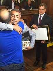 Romário recebe homenagem da Apae