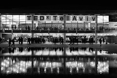 ReflecTED (alavrapalavra) Tags: ted night telaviv flickr estrellas black white reflection people